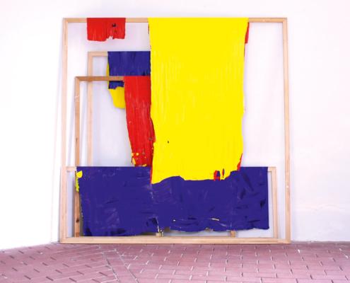 Künstlerstipendipendiat Matthias Frenzel Arbeiten mit Farbe, Rahmen und Leinwandfetzen