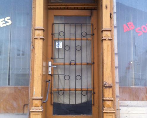 Bild Ansicht T30-Laden - Eingangstür Urzustand