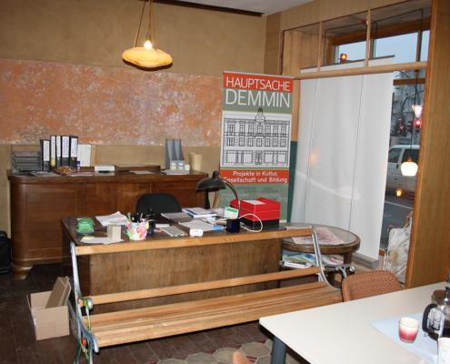 Bild Ansicht T30-Laden - Schreibtisch und Schaufenster